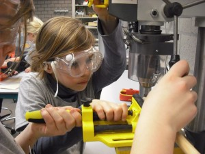 Hands-on learning at girls-only Techniekclub at Technopolis.